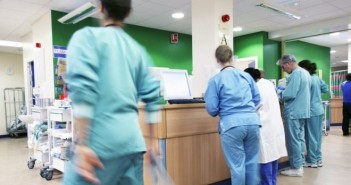 _89857922_staffm5410326-doctors_and_nurses-spl